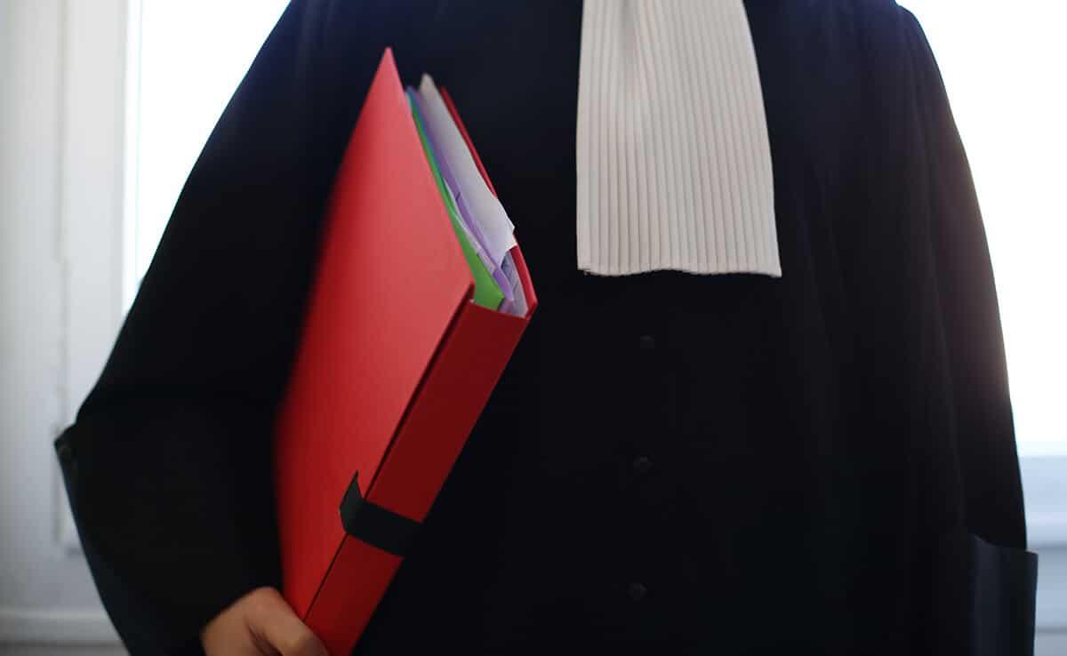 Gestion de crise : enfermez votre avocat et votre relationniste  dans la même pièce